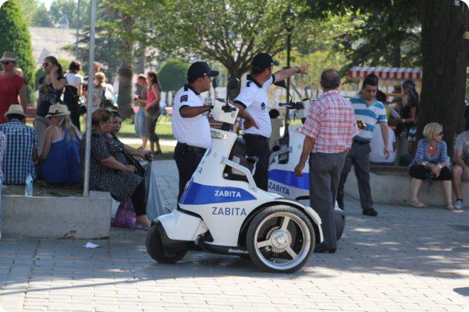 Стамбул, полицейский самокат (67.31КиБ)