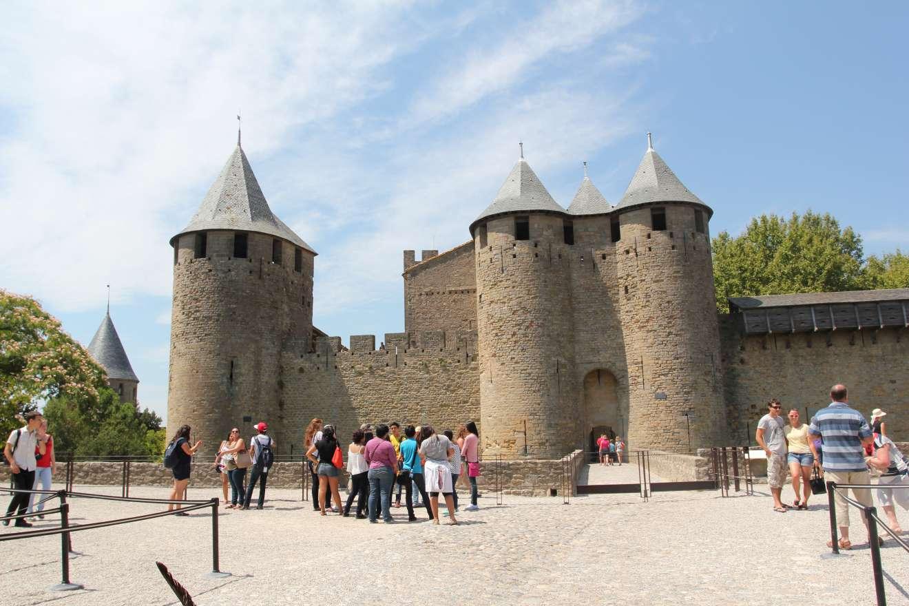 Замок в Каркасоне (123.23КБ)