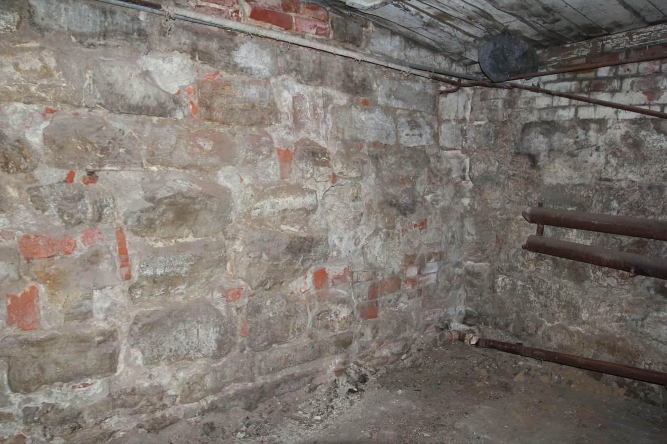 Стена из камня (148.96КБ)